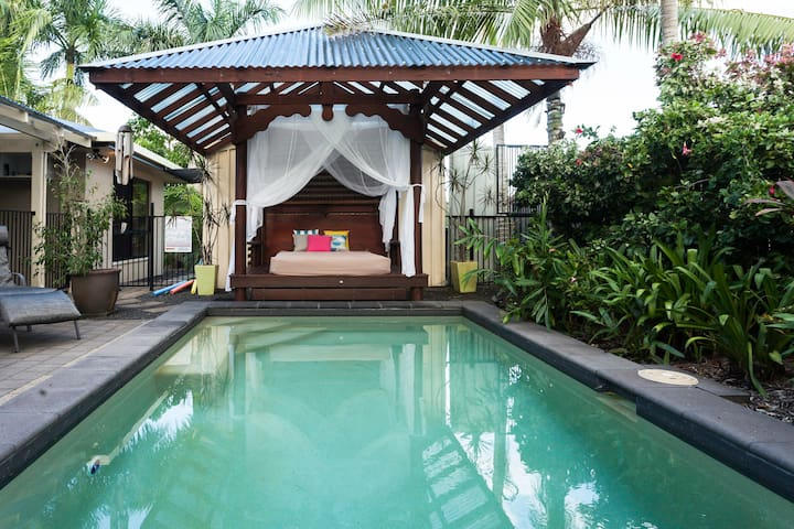 CAIRNS - TROPICAL RETREAT - White Rock - House