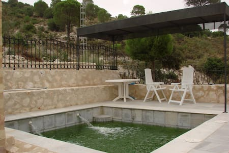 Rafaela House (5 people): 2 rooms, - Osuna