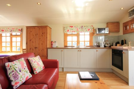 Self cater Rural Romantic Hideaway - Stirling  - Chalet