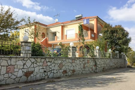 Comfortable house 13km from Tripoli - Manthirea - Haus