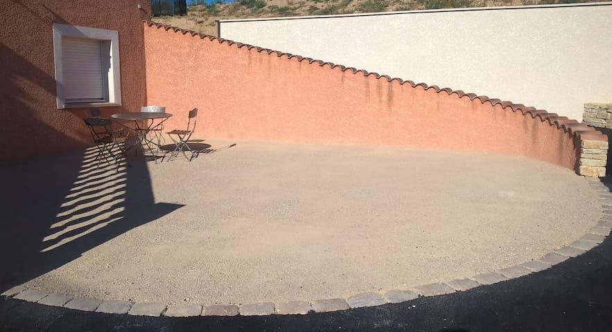 Cour et terrasse privative