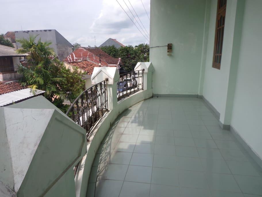Upper balcony / balkon atas