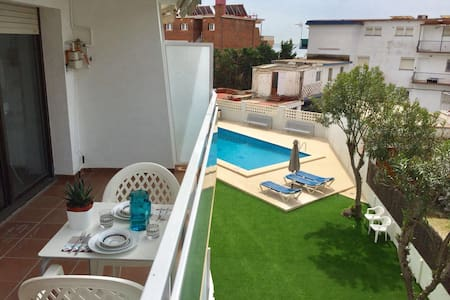 Apartment with Pool 50 meters to the beach