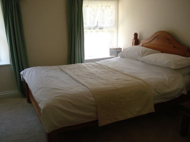 Lovely Room with own Shower room - South Brent - Casa