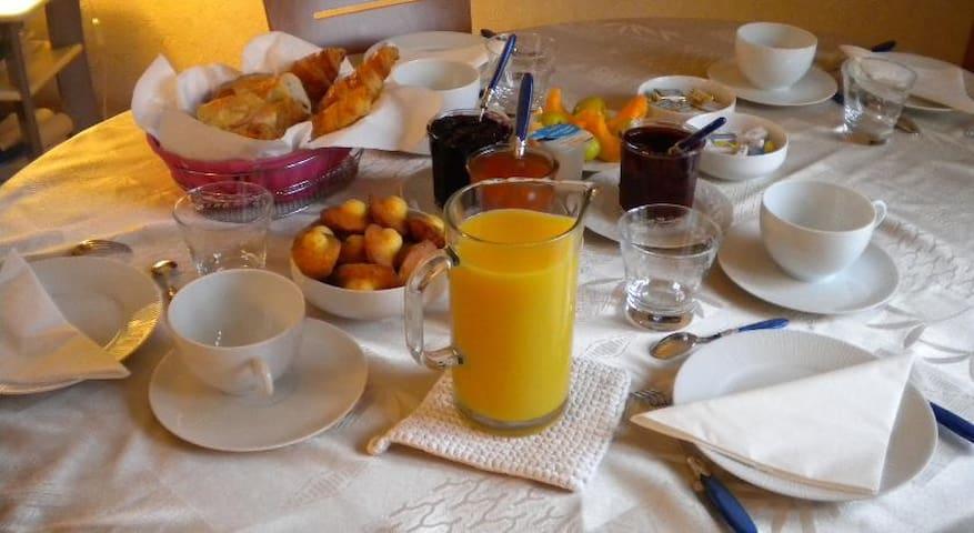 Chambre Typique Normande SDB Privée - Gonneville-sur-Mer - Bed & Breakfast