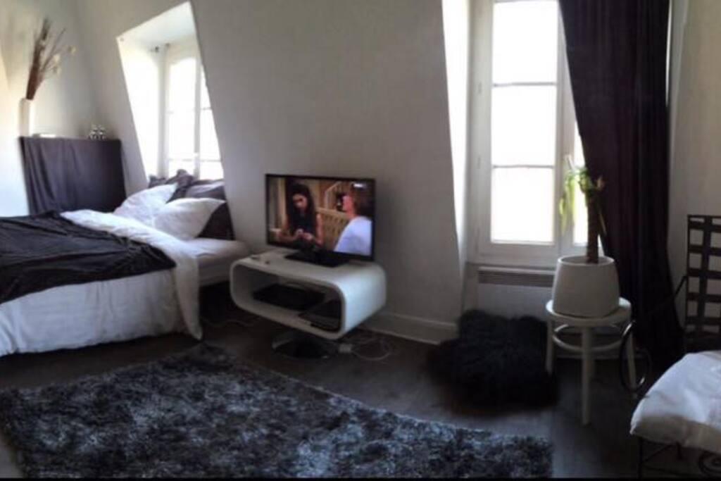 ravissant studio de 28m2 appartements louer paris le de france france. Black Bedroom Furniture Sets. Home Design Ideas