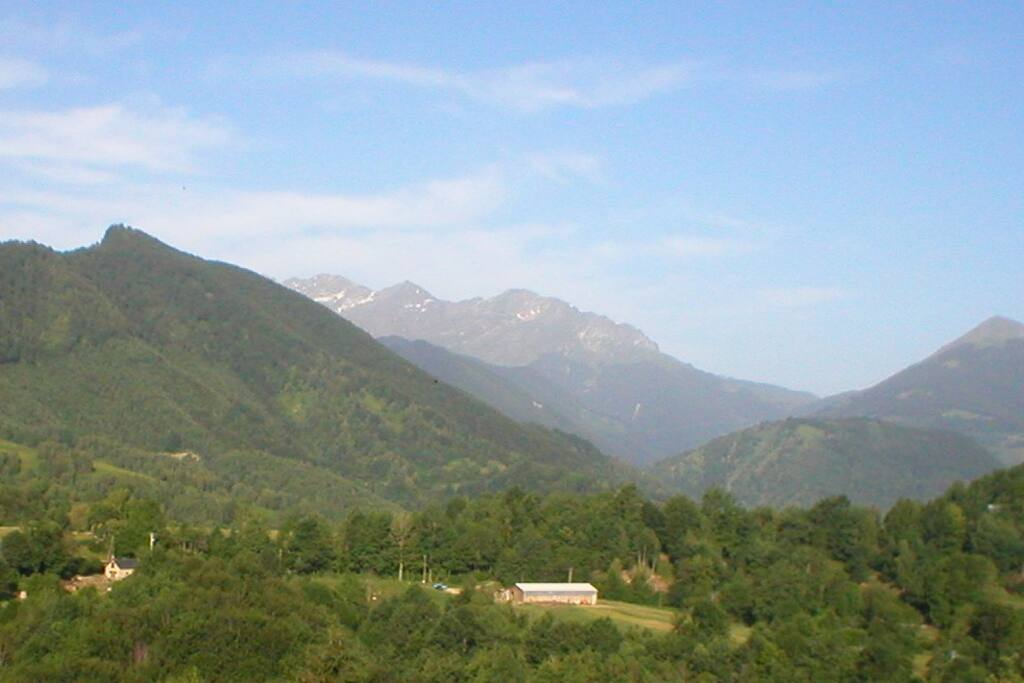 La vue en été- le Mirabat, Col de la Core et les versants du Valier.