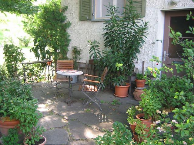 Zimmer im Grünen, eigener Eingang, Nähe Vaduz - Sevelen - Bed & Breakfast