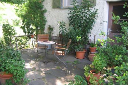Zimmer im Grünen, eigener Eingang, Nähe Vaduz - Sevelen