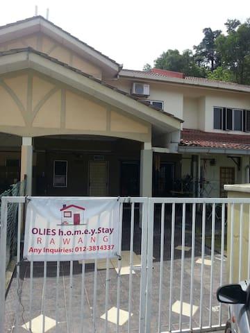 Olie's  Homestay Rawang Perdana