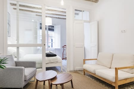 Romantic city apartment, brand new!