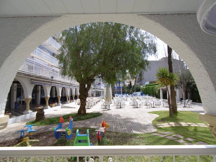 Apartment in a resort, 50m to beach