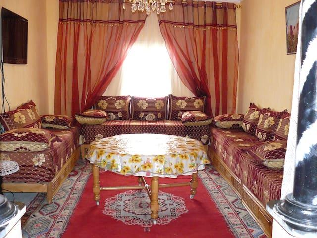 Logement Ouarzazate 140 m2-décor marocain-wifi-pc - Ouarzazate - Departamento