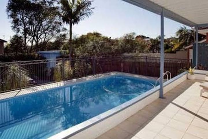 5 BR House in Cronulla with Pool