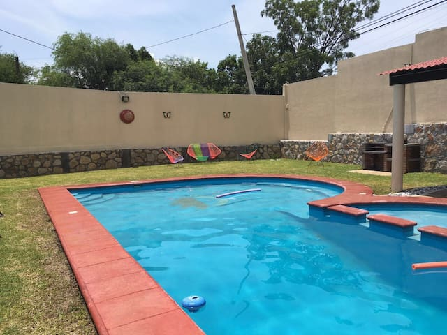 Preciosa casa en Tequesquitengo - Tequesquitengo - House