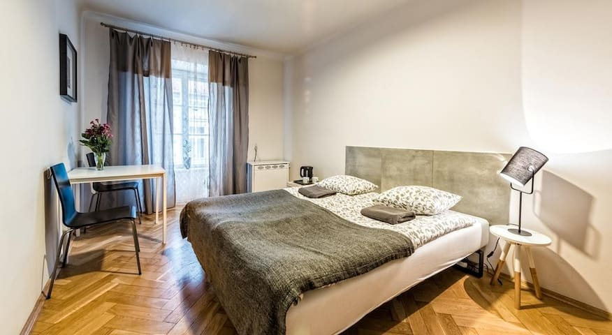 Nice and cozy room in Old Town Apart