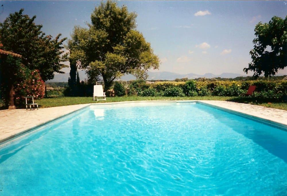 La piscine est ouverte de mai à septembre
