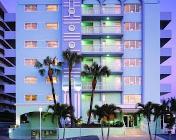 Solara Surfside Miami area sleeps 4