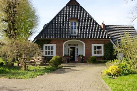 Großes Haus im Grünen bei Bremen - Ritterhude - House