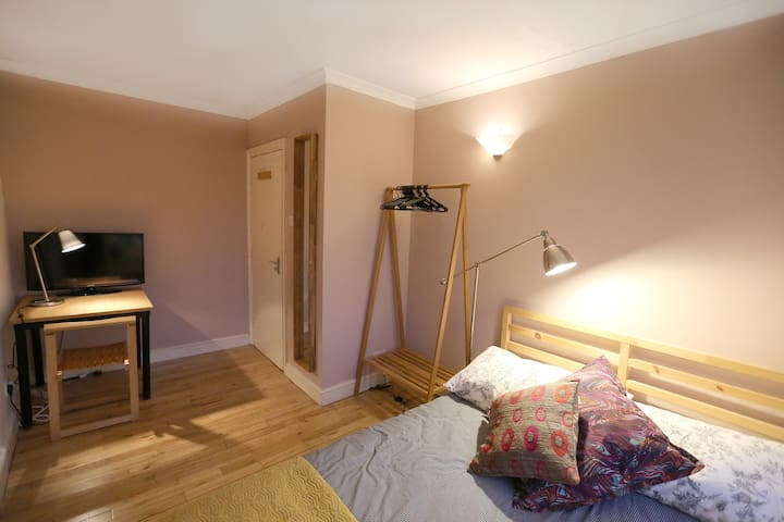 Central Sweet Top Floor Room Zon 1 - London - House