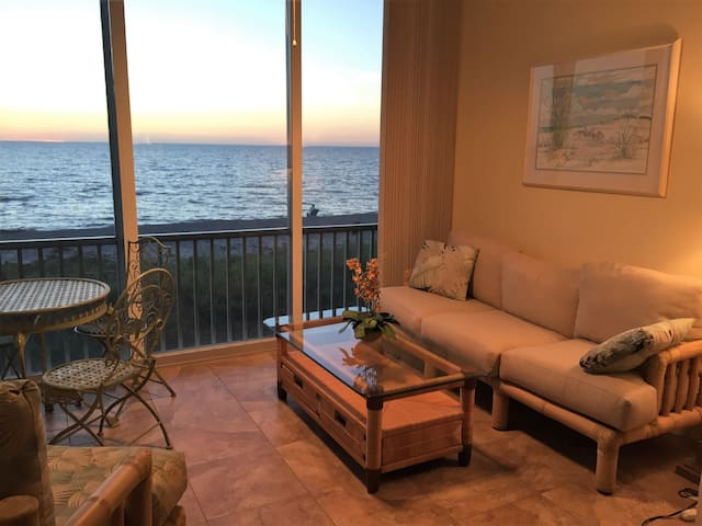Stunning 2 bedroom Beach/Gulf Front Condo