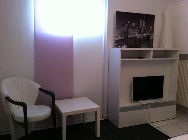 Kleines, modernes, ruhiges Zimmer - Hallbergmoos - Flat