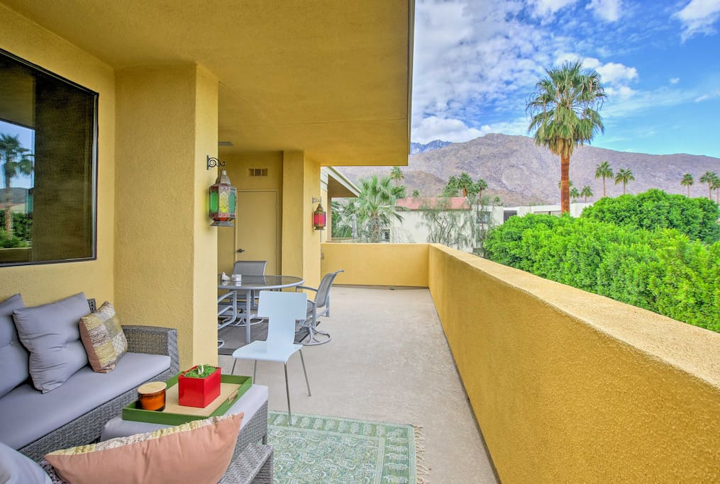 This contemporary 2-bedroom, 2-bathroom condo is the perfect place for 4 guests to call their home-away-from-home.