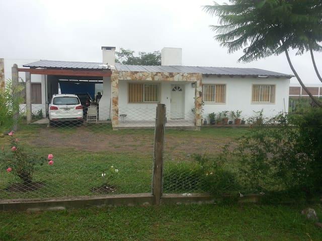 Hermosa casa familiar - ซัลตา