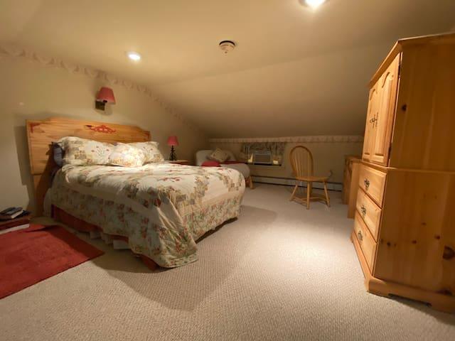 Gansz Suite (Bedroom 4)