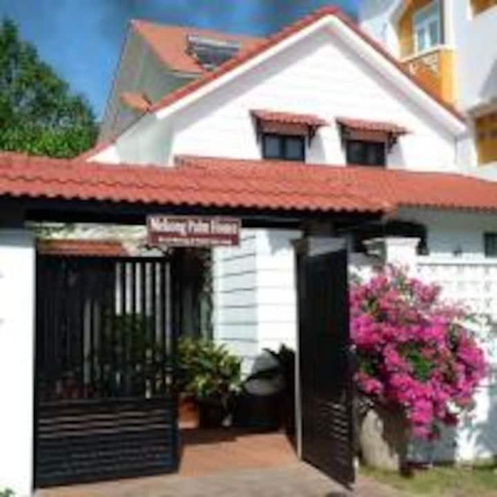 Mekong Palm House - Honey house