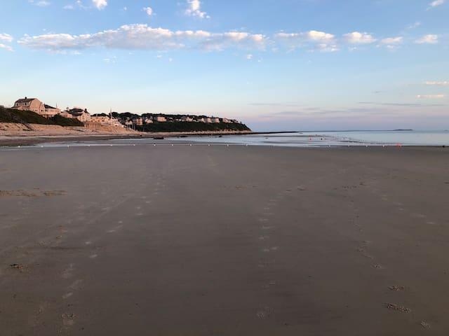 Beautiful PriscillaBeach Few Min. Walk to Beach!