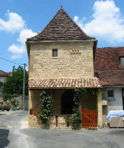 Restored 16th Century holiday home - Lanquais - Casa