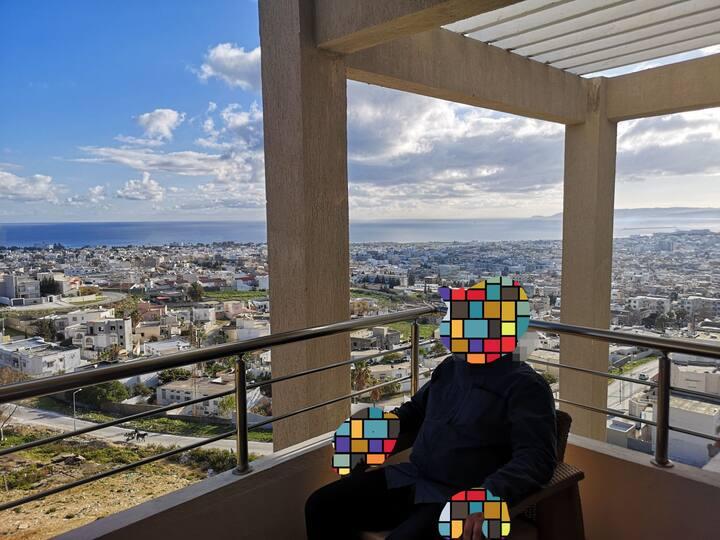 vue exceptionnelle sur la méditerranée et laville.