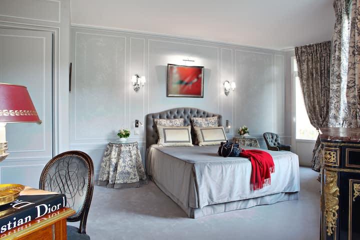 6 Mandel  Hommage à Christian Dior