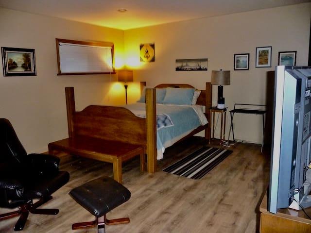 Golden Slumbers 1 - 2 person studio. Forest access