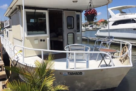 Fully equipped 52' Houseboat - Kemah