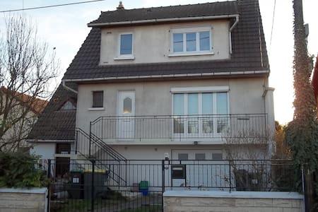 Chambre dans belle maison sud de Paris - Morsang-sur-Orge