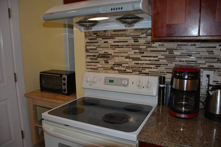 One Bedroom up to 4 ! Quiet, Close to Boston
