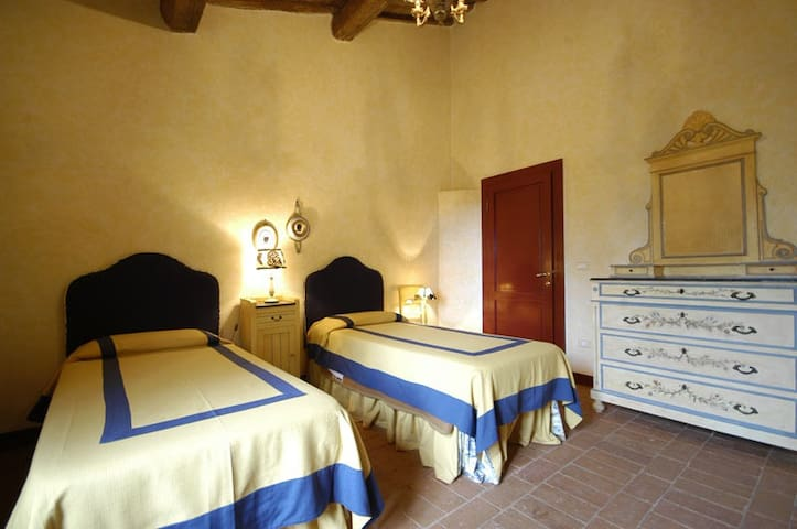 twin bedroom - Collesalvetti - Pousada