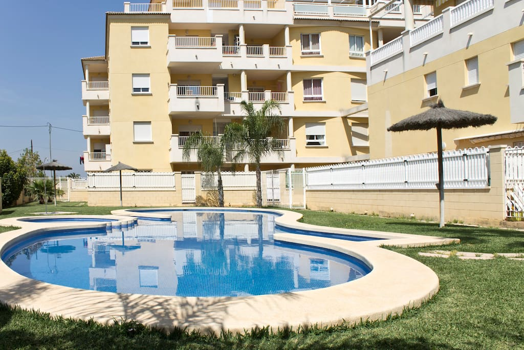 Cerca del centro urbano con piscina apartamentos en for Apartamentos en madrid con piscina