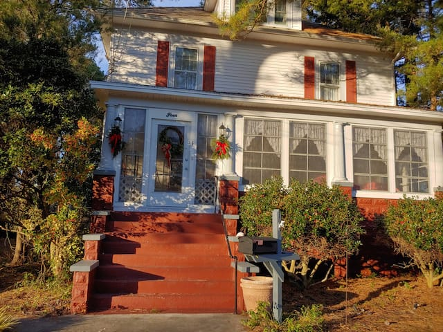 Crisfield Home near the Water