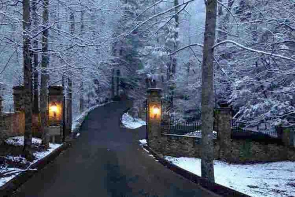Welcome to Timberwind Resort during the winter months. This is the entrance to the private Resort