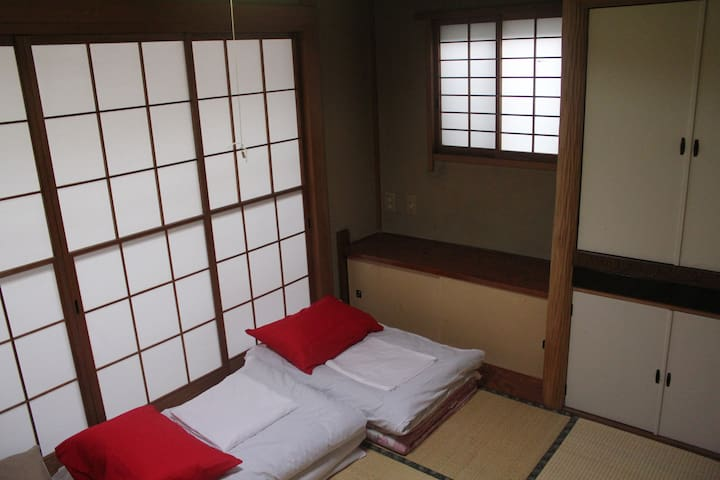 5. Cozy traditional japanese room at low price!