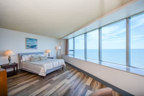 Cozy Ocean front Condo with AMAZING views!