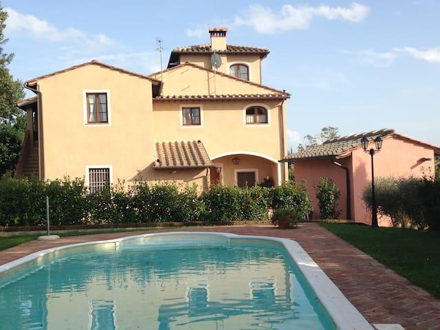 Vista sulla piscina - Palaia - Apartment