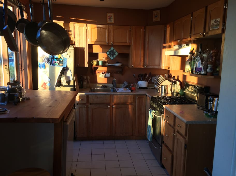 Full kitchen with gas range