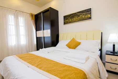Western style Family apartment with balcony view - Sultan Bathery