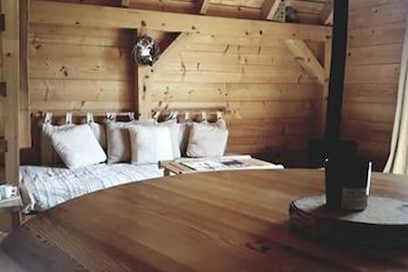 La cabane d' I.S.A luxueuse cabane sur pilotis.