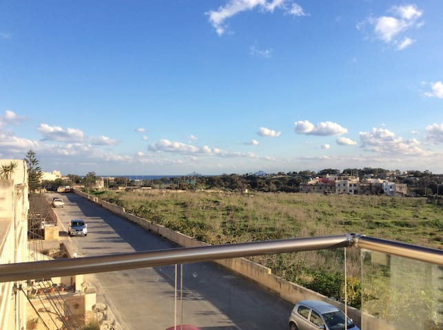 Quiet apartment near airport with Country views - Ħal Għaxaq - Leilighet