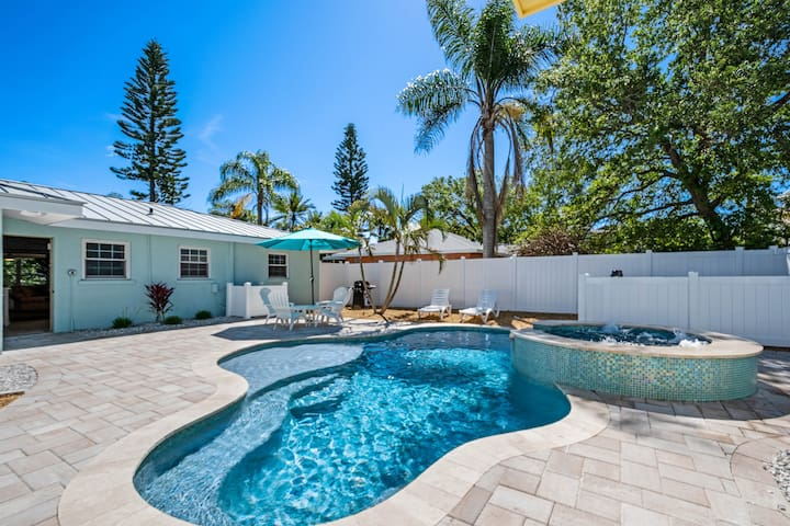 Outdoor Oasis, one block from the beach with a Salt Pool and Spa!